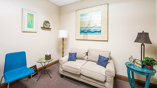 Recovery Keys offers patients and their families a warm, comfortable and caring environment that enables them to receive comprehensive evaluations and outpatient addiction treatment as well as continuous one-on-one and group therapy.